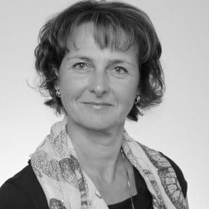ein quadratischer Ausschnitt in schwarz weiß vom Kopf von Ingrid Blaimauer der QMD für die Quality Austria